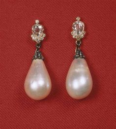 For example, every woman needs an LBD (little black dress), and a pair of pearl earrings. Pearl earrings have the wonderful ability of bein… Royal Jewelry, Pearl Jewelry, Antique Jewelry, Vintage Jewelry, Fine Jewelry, Pearl Earrings, Crown Jewels, Jewelry Design, Bling