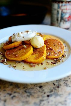silver dollar pumpkin pancakes.  Oh hullooooo, lovely....