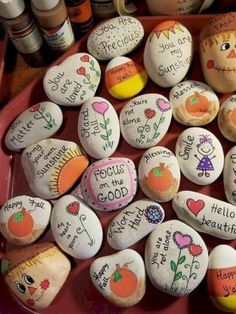 47 Creative DIY Painted Rock Ideas for Your Home Decoration Rock Painting Ideas that will inspire you to start creating! Don't be intimidated by all the rocks you see. Stone painting ideas are perfect for beginners! Pebble Painting, Pebble Art, Stone Painting, Diy Painting, Painting Quotes, Rock Painting Ideas Easy, Rock Painting Designs, Paint Designs, Rock Painting Patterns