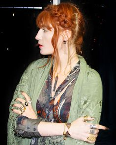 Florence Welch with a mysterious side part