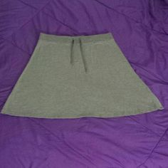 Basic Gray Skater Skirt! GENTLY WORN, IN GREAT CONDITION STILL! Super basic and cute skater skirt. Length is 21&1/2in. Super adorable dressed up or down! BRAND: Old Navy SIZE: L  Always ask any questions you may have! Thank you :) Old Navy Skirts Circle & Skater