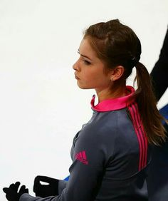 Russian Cup Final 2016 Yulia Lipnitskaya, Russian Figure Skater, Love On Ice, Ice Skaters, Ice Queen, You're Beautiful, Figure Skating, Champion, Glamour