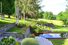 Another view of this extraordinary water feature at Glen Villa, Quebec. Source: The Galloping Gardener Photography by Charlotte Weychan.