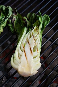 Grilled Scallops with Baby Bok Choy and Soy-Ginger Beurre Blanc — Another Pint Please Side Dishes For Bbq, Veggie Dishes, Vegetable Recipes, Grilled Fruit, Grilled Vegetables, Veggies, Grilled Scallops, Hot Butter, Grilling Recipes