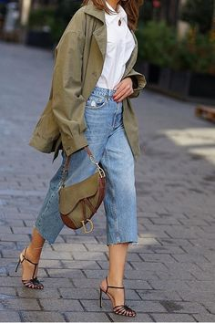 69 Ideas For Style Casual Chic Spring Heels Street Style Outfits, Mode Outfits, Casual Outfits, Fashion Outfits, Fashion Trends, Winter Outfits, Casual Chic, Estilo Cool, Cropped Wide Leg Jeans