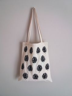 Handmade clothing 🌠 Accessories 🌠 Illustration by StellaTsibidaStudio White Tshirt Women, Handmade Clothes, Handmade Items, Minimalist Bag, Cosmetic Pouch, Shopper Bag, Cotton Tote Bags, Gifts For Her, Monstera Leaves