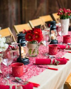In keeping with the idyllic countryside motif, tables were cloaked in burlap and dotted with tufts of cotton. Red bandana runners complimented the metal camping flatware, and illuminated lanterns added a soft glow. Napkin rolls were tied with twine and topped with a mini cowbell.