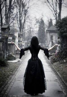 Gothic Fashion / Woman / Black Dress / Dark Photography / Gothique Girl // ♥ More @lDarkWonderland