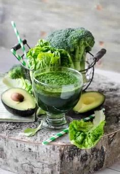 73 Superpowered Avocado Smoothies- for healthy fat, potassium and fiber. Drink these to help slim down and boost your metabolism. Avocado Smoothie, Green Detox Smoothie, Cilantro Dressing, Cooking Recipes, Healthy Recipes, Mindful Eating, Health Eating, Healthy Fats, Soul Food