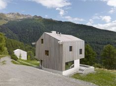 Image 8 of 18 from gallery of Chalet, Val D'hérens / Savioz Fabrizzi Architectes. Photograph by Thomas Jantscher Architecture Design, Concrete Architecture, Swiss Chalet, Swiss Alps, Wood Cladding, Small Buildings, Timber House, Modernism, Detached House