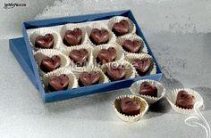 http://www.lemienozze.it/operatori-matrimonio/partecipazioni_e_tableau/maura_denti/media/foto/10  Saponi di cioccolato a forma di cuore: una wedding idea profumatissima