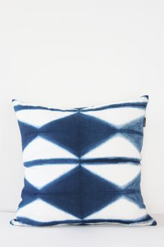Itajime Shibori Indigo CushionCushion Cover : 100% LinenCushion : 100% Cotton filled with polyester (made in quebec)18 / 18 in - 45 / 45 cmFront naturally dyed with Indigo / Patterns made by Shibori t