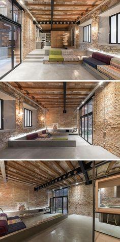 FFWD Arquitectes, kısa bir süre önce İspanya'nın Barselona şehrinde bulunan bir marangoz atölyesinin restorasyonunu mekanı iki alana ayırarak tamamladı.