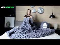 How to Arm Knit a Medium Ohhio Throw Using Braid - YouTube