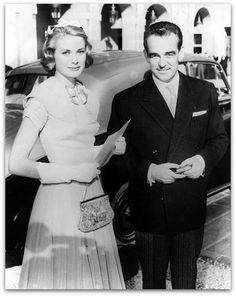 Grace Kelly com um vestido Galanos   Muitas das mulheres socialmente mais proeminentes do mundo eram clientes Galanos. (estilista de moda americano nascido em 20 de setembro de 1924)