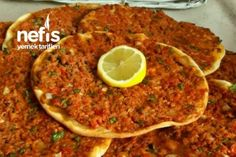 Fırında Lahmacun Tarifi Turkish Recipes, Ethnic Recipes, Tacos, Homemade Beauty Products, Nom Nom, Buffalo Chicken, Pizza, Food And Drink, Health Fitness