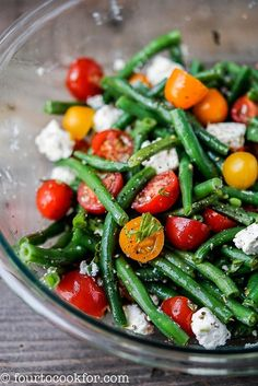 An easy summer salad that makes the most of fresh summer green beans and tomatoe. An easy summer salad that makes the most of fresh summer green beans and tomatoes. Holds up better than green salad at picnics and potlucks. Bean Salad Recipes, Veggie Recipes, Vegetarian Recipes, Cooking Recipes, Healthy Recipes, Fresh Salad Recipes, Summer Salad Recipes, Recipe For Cold Bean Salad, Recipes With Feta
