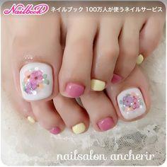 ネイル(No.2153526)|たらしこみ |イエロー |カラフル |フラワー |デート |春 |夏 |ピンク |ジェルネイル |お客様 |ショート |フット | かわいいネイルのデザインを探すならネイルブック!流行のデザインが丸わかり! Wow Nails, Pretty Toe Nails, Cute Toe Nails, Funky Nail Art, Funky Nails, Cute Nail Art, Exotic Nails, Pedicure Nails, Pedicures