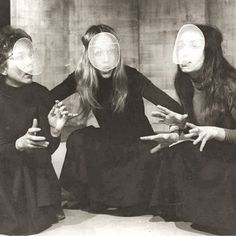 1978 production of Macbeth at the Regent's Park open air theatre #witches…