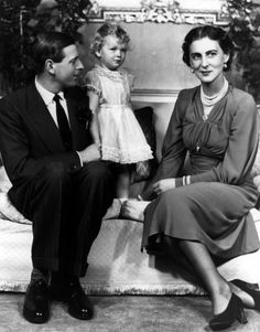 teatimeatwinterpalace:  The Duke and Duchess of Kent with their daughter Princess Alexandra