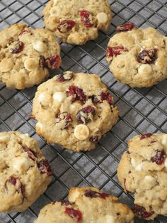 Oatmeal Cookies with Cranberries and White Chocolate. Easy cookies recipe for holidays ( cookies ideas | cookies recipes | cookies recipe | oatmeal cookies | cookies with oatmeal | chocolate chip cookies | white chocolate chip cookies | holiday cookies ) #cookies #dessert #dessertrecipes
