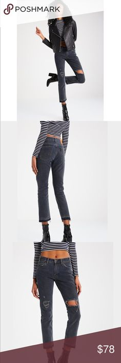 """Levi's 505c Cropped Jeans Outer fabric material:100% cotton Fabric:Denim Contains non-textile parts of animal origin: Waist measures 12.5"""" Rise is 9.5"""" and inseam is 27"""" Levi's Jeans Ankle & Cropped"""
