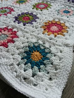 Sunburst Granny Square Blanket - Free Crochet Pattern! Granny Square Crochet Pattern, Afghan Crochet Patterns, Crochet Granny, Baby Blanket Crochet, Crochet Yarn, Crochet Squares, Free Crochet, Sunburst Granny Square, Granny Square Blanket