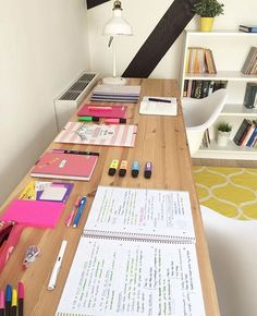 Studyblr/Studygram Motivation sur Instagram : why can't I have a desk a big as @opos_justicia ✨ {and I have new tips on @bulletjournals2.0!!!}. . { #tags } • • • • • • • • • #studyblr #study #studying #reading #studyspo #studygram #studytips #bulletjournal #bulletjournals #notes #journal #notebook #washitape #stationery #stationary #desk #deskporn #pens #pen #office #supplies #uni #university #college #studyabroad #work #motivate