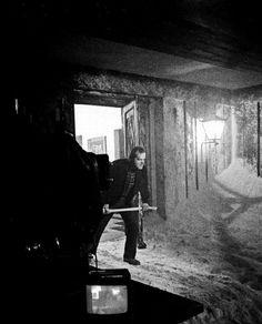 Jack Nicholson, Stanley Kubrick, and Shelley Duvall on the set of The Shining (January, Stanley Kubrick, Jack Nicholson, Dark Matter, Film Review, Nightmare On Elm Street, The Shining, Film Stills, Horror Movies, Horror Film