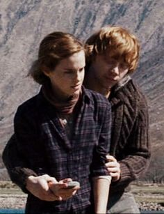 Ron and Hermione throwing stones... so sweet!