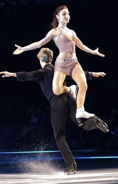 Meryl and Charlie Stars on Ice 2010.........that looks like that would hurt Charlie. But i'm sure he's tough enough to handle it I guess.