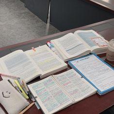 School Motivation, Study Motivation, Study Corner, Study Organization, Study Pictures, Pretty Notes, Study Hard, Study Notes, Planner