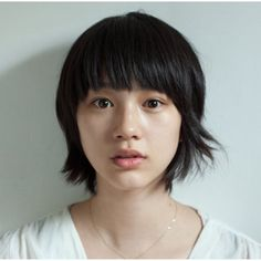 short bob with bangs Asian Short Hair, Medium Short Hair, Girl Short Hair, Medium Hair Styles, Short Hair Styles, Short Bobs With Bangs, Straight Bangs, Hairstyles With Bangs, Girl Hairstyles