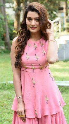 Beautiful Girl Indian, Beautiful Indian Actress, Raai Laxmi, Tamil Actress Photos, Cinema Movies, Telugu Cinema, Telugu Movies, Film, Indian Actresses