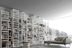 Una grande libreria componibile moderna da mettere al muro