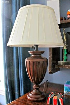 Betsy Speert's Blog: A Teenage Boy's Room, part IIlove the pottery barn lamp
