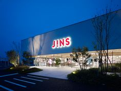 suppose design office / 建築家・谷尻誠  『JINS 前橋みなみ店』  http://www.kenchikukenken.co.jp/works/1042811417/2372/  #architecture