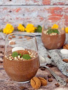 Kávés csokoládémousse Alcoholic Drinks, Table Decorations, Food, Essen, Liquor Drinks, Meals, Alcoholic Beverages, Yemek, Liquor