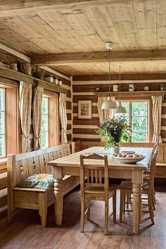 Interior Design and Home Decor Ideas Rustic Home Design, Wood Interiors, Small House Design, Wooden House, Interior Design Inspiration, Rustic Furniture, Decor Styles, Farmhouse Decor, Sweet Home