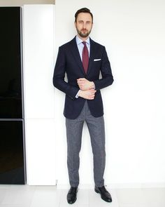 It's Monday again and it's time to dress up! This time it's a classic combination of navy blazer and grey trousers. Indeed, a combination of navy and grey is one that is almost impossible to get wrong. Although it may seem boring at a first glance, but in truth it allows you to create different outfits by matching different patterns and textures. For example, instead of wearing plain white shirt and tie try something with more pattern and color – light blue check shirt and burgundy polka…