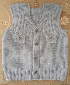 This Pin was discovered by Ayş Baby Knitting Patterns, Baby Boy Knitting, Knitting For Kids, Free Knitting, Crochet For Boys, Crochet Baby, Christmas Look, Baby Vest, Knitwear Fashion
