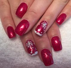 Christmas Nail Art Designs Which Are perfect for the Holiday Season - Hike n Dip Diy Christmas Nails Easy, Christmas Tree Nail Designs, Grey Christmas Nails, Disney Christmas Nails, Xmas Nails, Holiday Nails, Red And Silver Nails, Red Nails, Manicure Y Pedicure