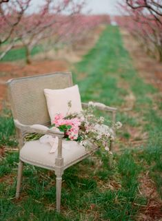Vintage Bench Bridal Ideas   photography by http://www.jenfariello.com  THIS WHOLE SHOOT IS AMAZING