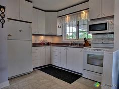 Cuisine Bungalow, Kitchen Cabinets, Home Decor, House, Kitchens, Decoration Home, Room Decor, Kitchen Cupboards, Interior Design