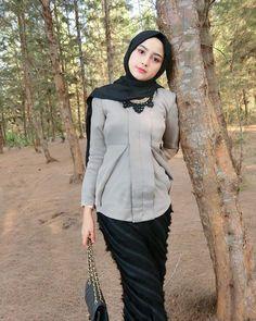 Beautiful Hijab Always Smiles - Cubby Hijabi Islamic Fashion, Muslim Fashion, Modest Fashion, Beautiful Hijab Girl, Beautiful Muslim Women, Casual Hijab Outfit, Hijab Chic, Hijabi Girl, Girl Hijab