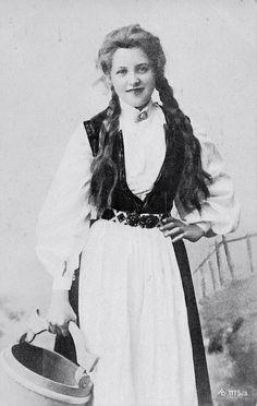 Beautiful Edwardian Milk Maiden