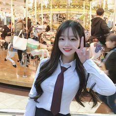 South Korean cute student at Lotte world amusement park, Jamsil Seoul Cute Japanese Girl, Cute Korean Girl, Cute Asian Girls, Beautiful Asian Girls, Cute Girls, Korean Beauty, Asian Beauty, Girl Korea, Jung So Min