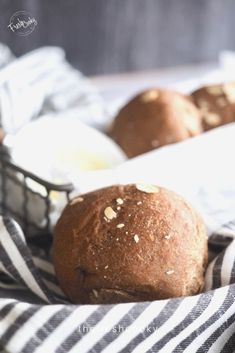 Soft and chewy, these Sweet Molasses Brown Bread Rolls are simple and scrumptious. A touch of molasses and honey, healthy whole wheat flour give these rolls amazing texture and great flavor, similar to Outback or Cheesecake Factory Brown Bread. Recipe via @thefreshcooky | #brownbread #rolls #homemade #easyrecipes #comfortfood