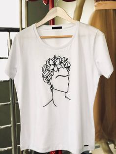Hand Embroidery Videos, Hand Embroidery Art, Embroidery On Clothes, Creative Embroidery, Embroidery Designs, Creative T Shirt Design, Shirt Print Design, Shirt Designs, Custom Clothes