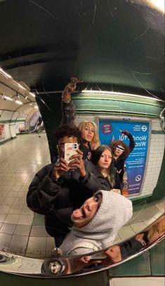 I Need Friends, Cute Friends, Drunk Friends, Teen Friends, Photos Bff, Friend Photos, Shotting Photo, Best Friends Aesthetic, Cute Friend Pictures